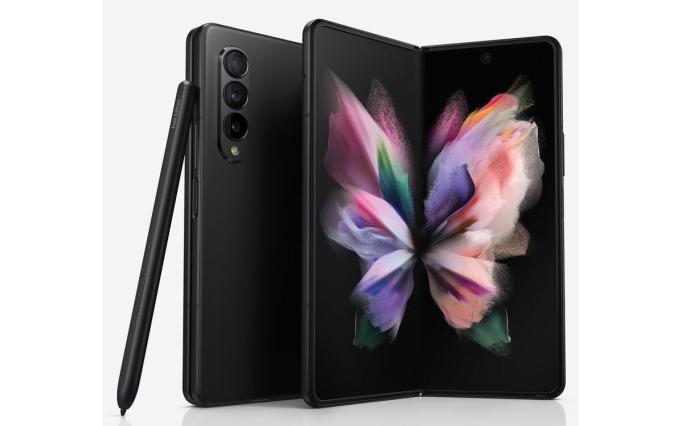 Thế hệ mới nhất của smartphone gập là Galaxy Z Fold3, Z Flip3 được Samsung ra mắt tối 11/8. Ảnh: Samsung