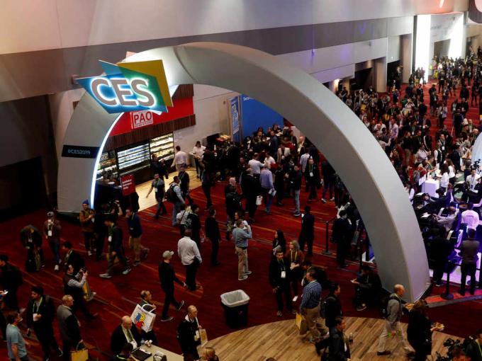 CES 2019 khi chưa có Covid-19. CES là một trong những triển lãm công nghệ lớn nhất diễn ra thường niên vào đầu tháng 1 tại Las Vegas. Ảnh: Reuters