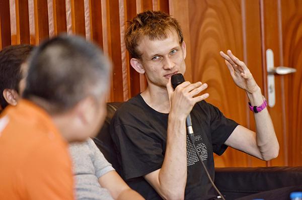 Vitalik Buterin chia sẻ về tương lai tiền điện tử trong một sự kiện tại Việt Nam vào tháng 9/2018.