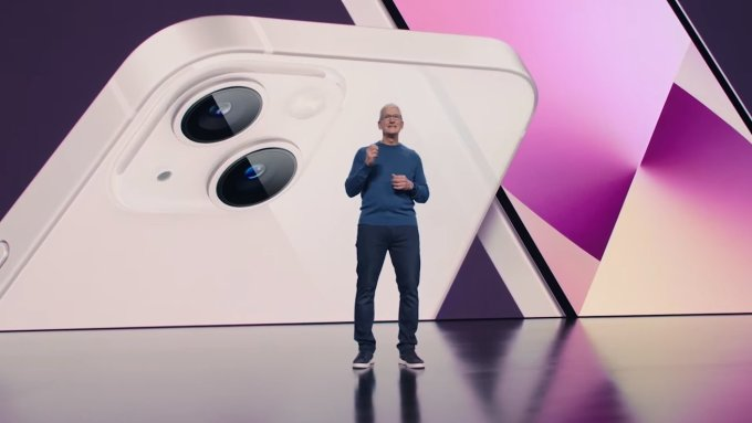 CEO Apple, Tim Cook, tại sự kiện ra mắt iPhone 13 hôm 14/9. Ảnh: Apple Insider