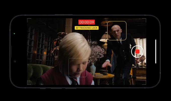 Khả năng lấy nét chuyển đổi tiền cảnh và hậu cảnh khi quay phim trên iPhone 13. Ảnh: Apple
