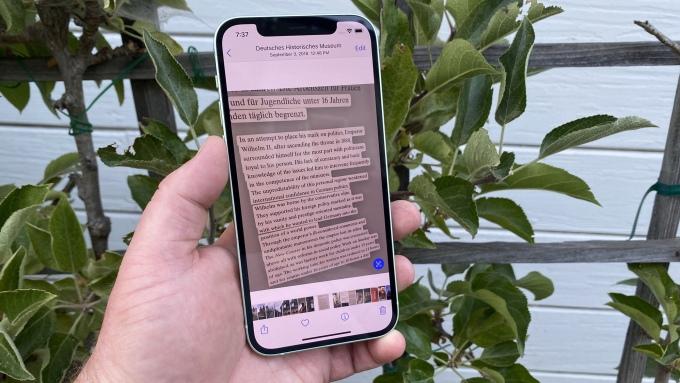 Live Text là tính năng mới trên iOS 15, nhưng chỉ hỗ trợ iPhone XS về sau. Ảnh: Tomsguide